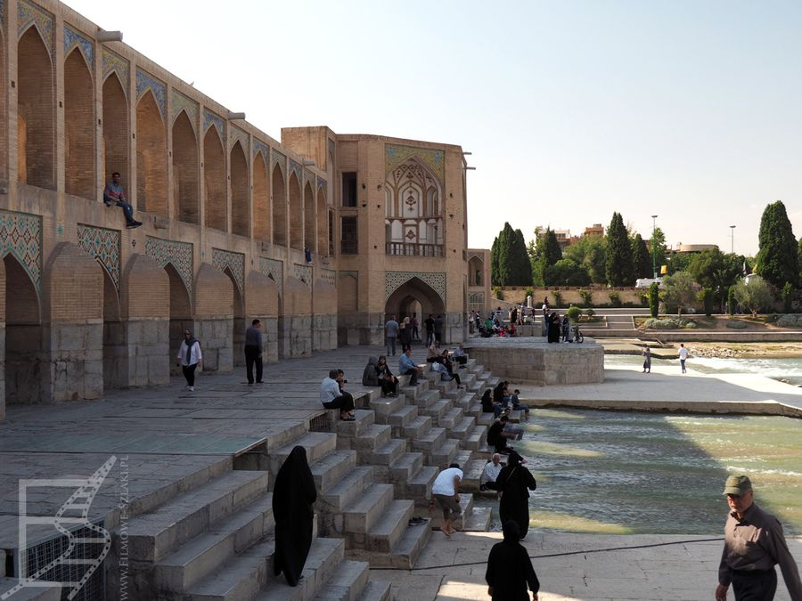 Zejście do wody na moście Pol-e-Chadżu (Esfahan)