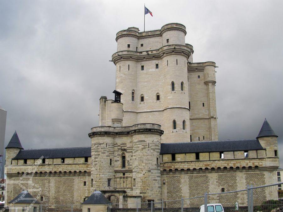 Zamek Vincennes i charakterystyczny donżon