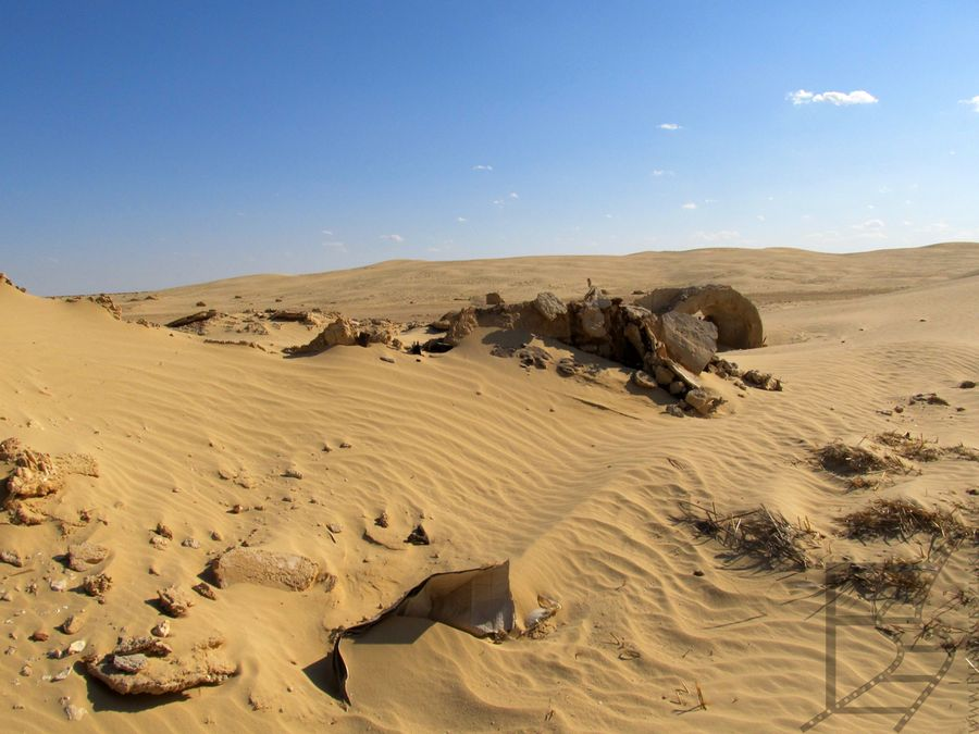 Cześć planu została już zajęta z powrotem przez pustynię