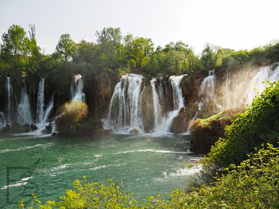 Wodospad Kravica w pełnej krasie