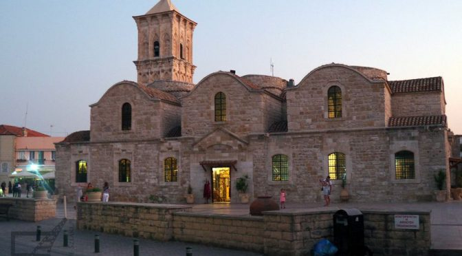 Larnaka, okno na Cypr i św. Łazarz