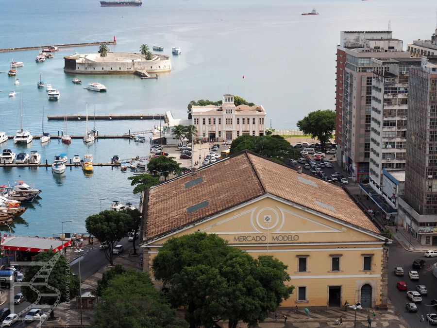 Salvador: widok na port, targowisko i fort São Marcelo