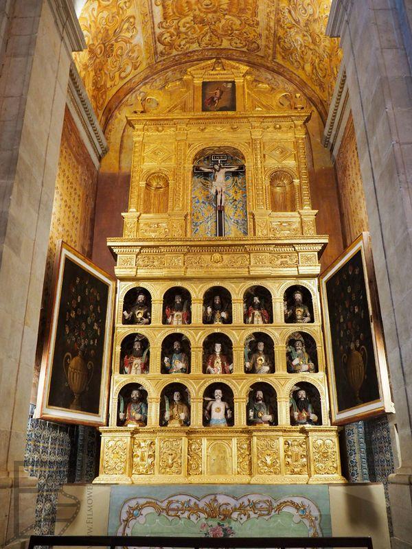 Złote zdobienia w katedrze