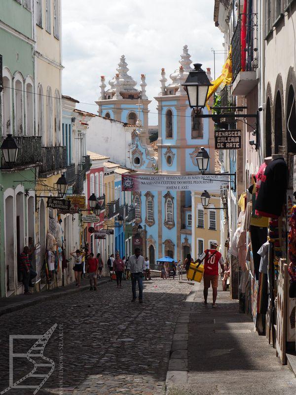 Niebieska fasada kościoła Matki Boskiej Różańcowej dla Czarnych (Salvador)