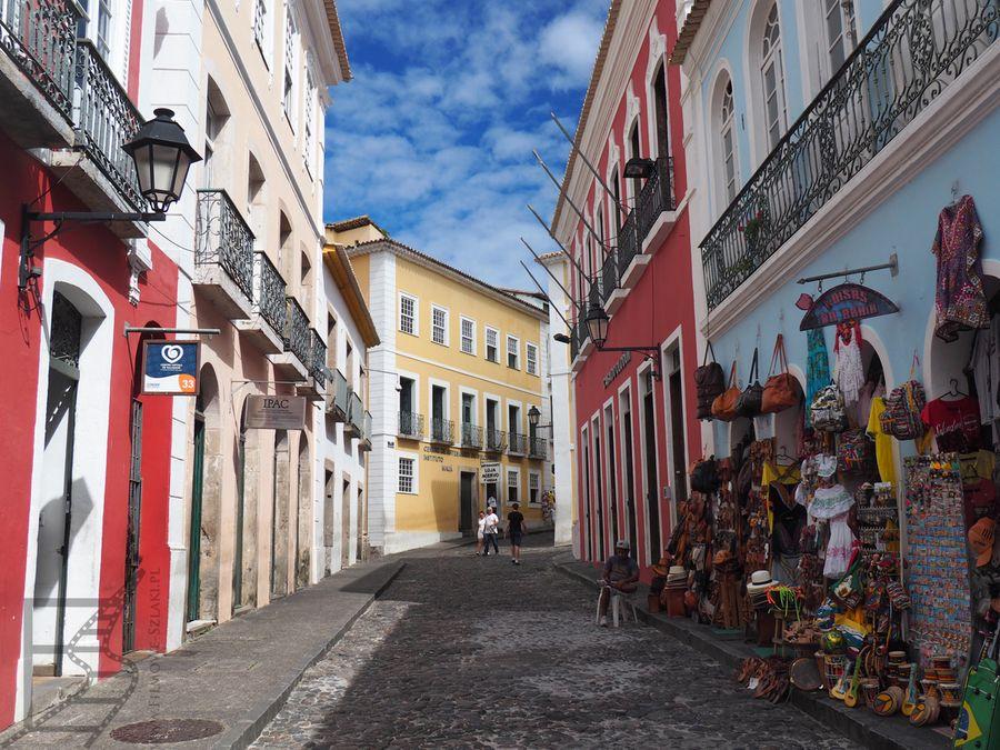 Kolonialne stare miasto Salvador zachwyca żywymi kolorami