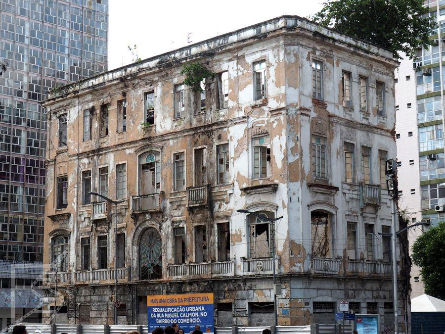 I straszy zaniedbanymi budynkami