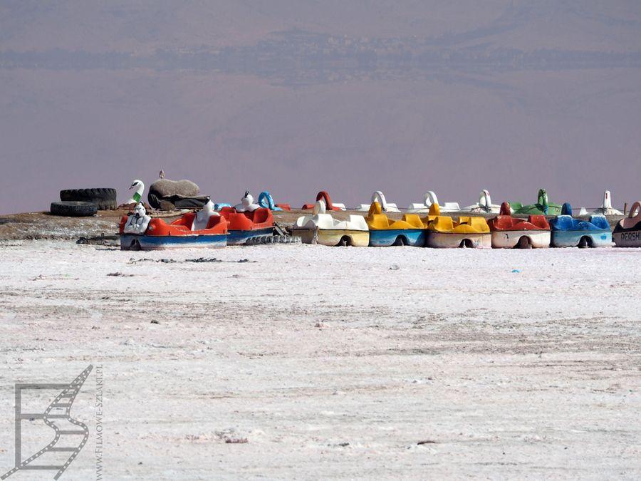 Gdy wody jest dużo więcej jezioro przyciąga turystów i oferuje im sporty wodne
