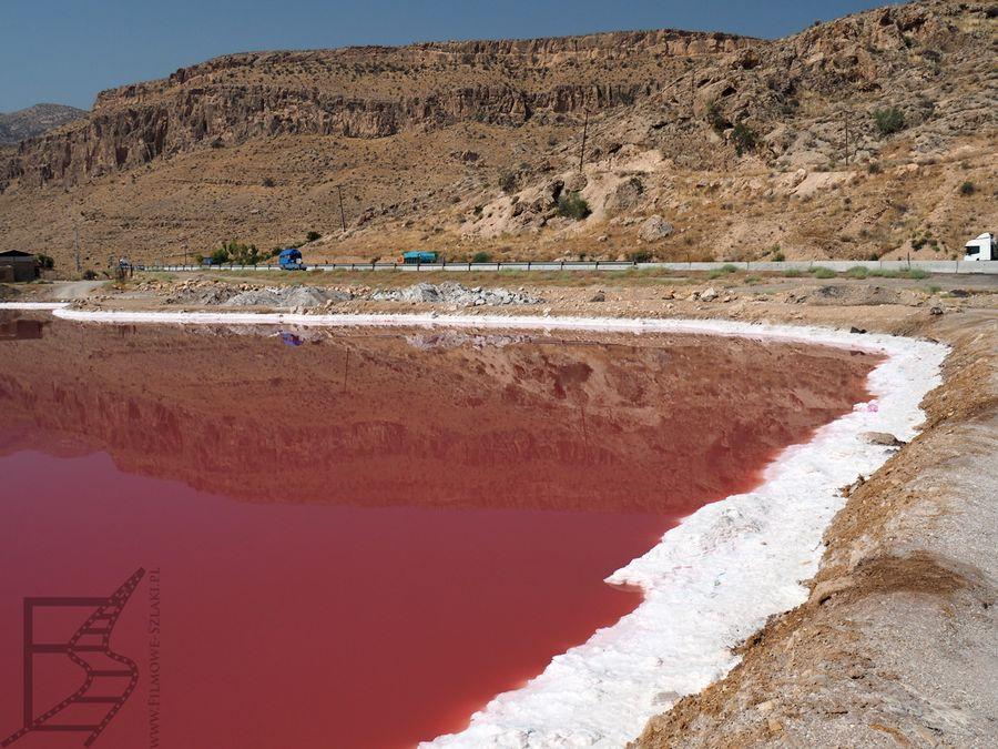 Różowe jezioro Iranu - Maharlu