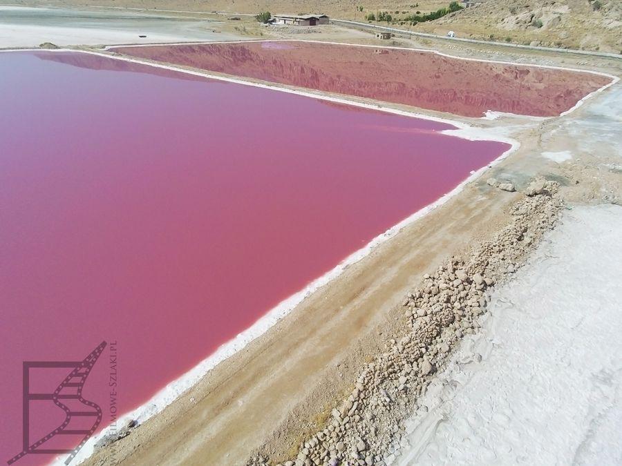 Cześć solniska jest wykorzystywana przemysłowo. Tu osusza się wodę by uzyskać sól.