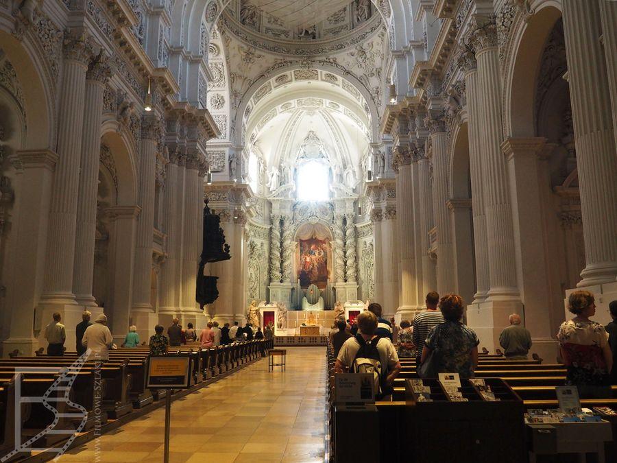 Wnętrza kościoła Teatynów