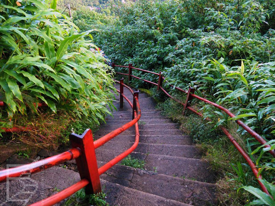 Po świcie zdecydowanie lepiej widać schody