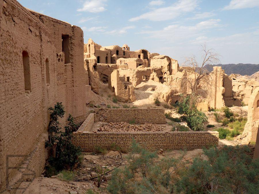 Gliniana zabudowa Kharanaq