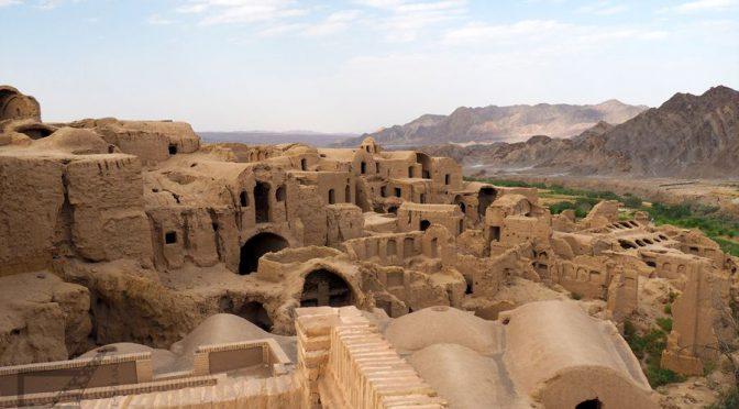 Kharanagh (Kharanaq), gliniana tysiącletnia wioska w Iranie