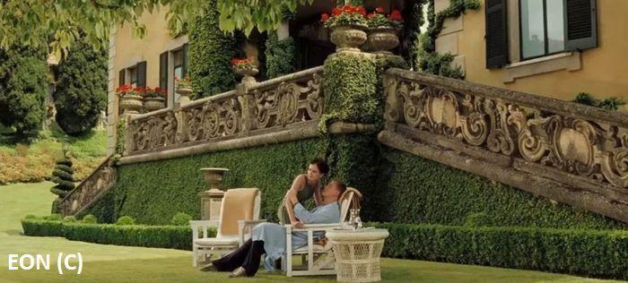 """James Bond nad jeziorem Como. Villa del Balbianello to miejsce rekonwalescencji agenta 007 w """"Casino Royale""""."""