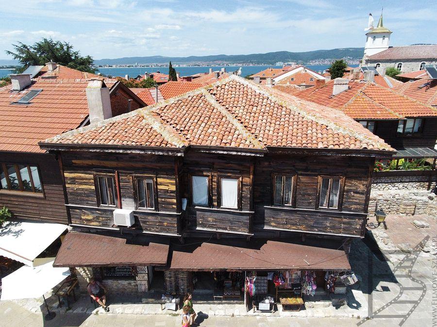 Typowe domki widziane z drona