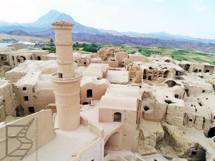 Meczet jest jedną z bardziej wyróżniających się budowli
