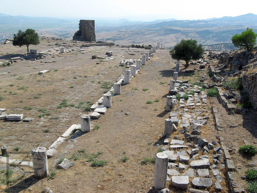 Pozostałości ulic i zabudowań Pergamonu - świątynia Ateny