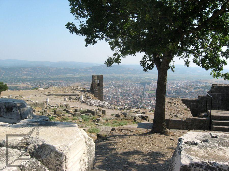 Gdzieś tu stał Ołtarz Pergamoński