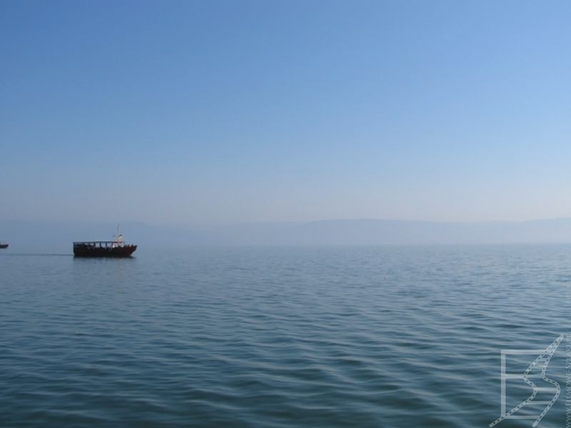 Widok na Jezioro Tyberiadzkie (Genezaret) i wzgórza Golan