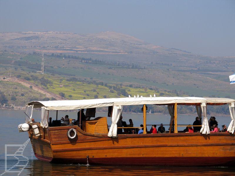 Jezioro Tyberiadzkie i rejs dla turystów/pielgrzymów