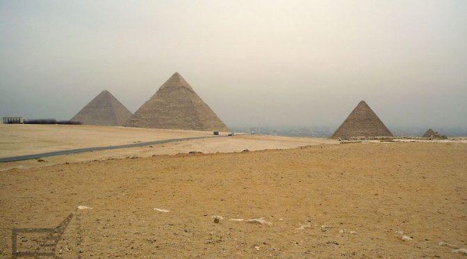 Piramidy w Gizie, jeden z antycznych cudów świata