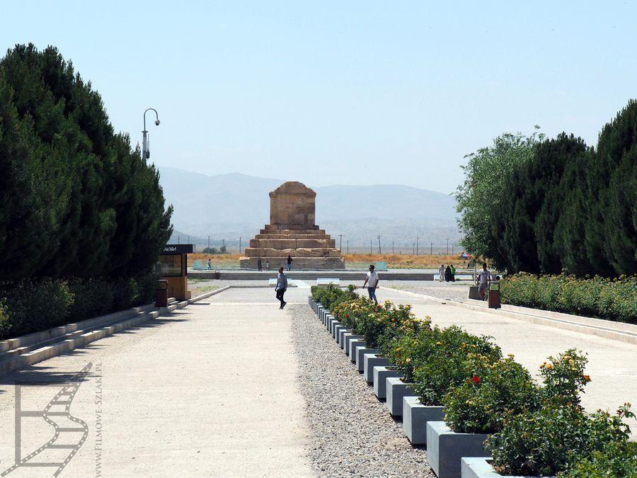 Główne wejście i droga do grobowca Cyrusa