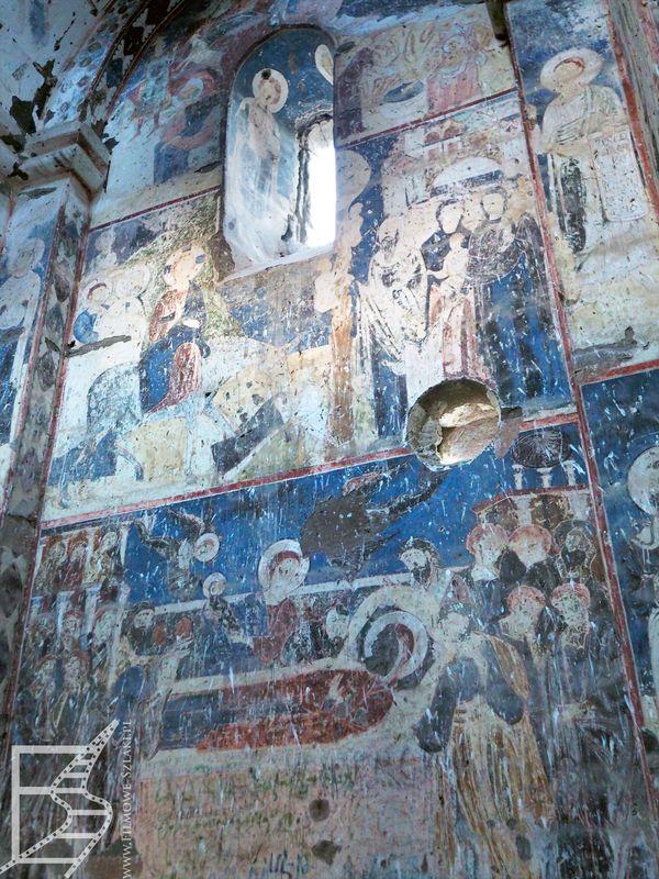 Freski w kościele św. Grzegorza Oświeciciela w Ani. Świątynia znajduje się blisko rzeki.