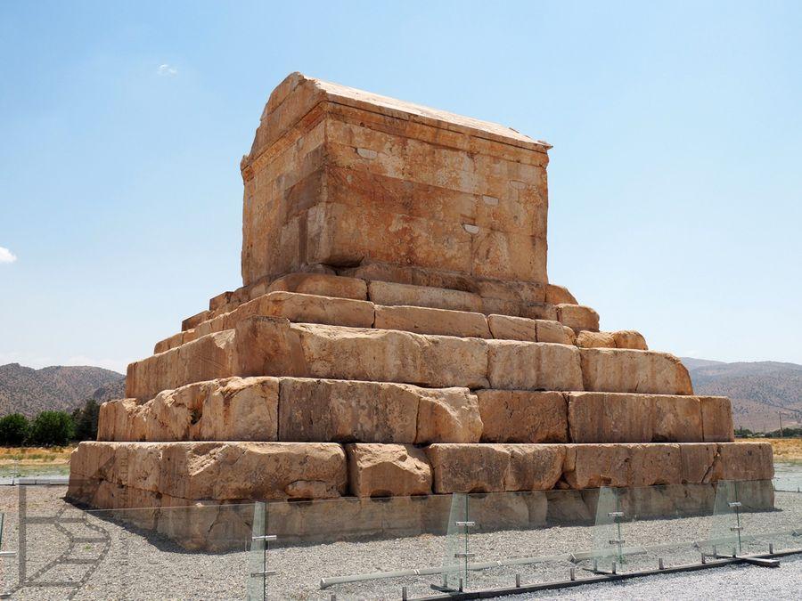 Grobowiec Cyrusa Wielkiego, Pasargady