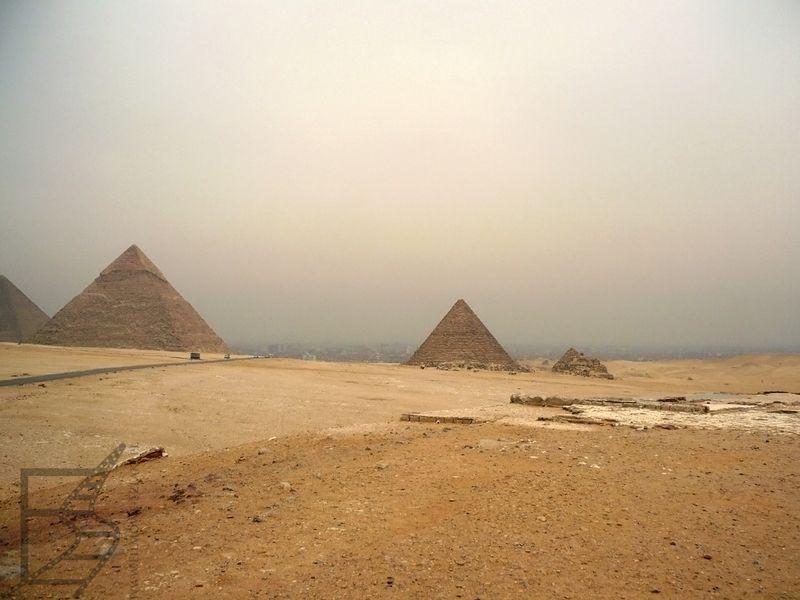 Widok na piramidy