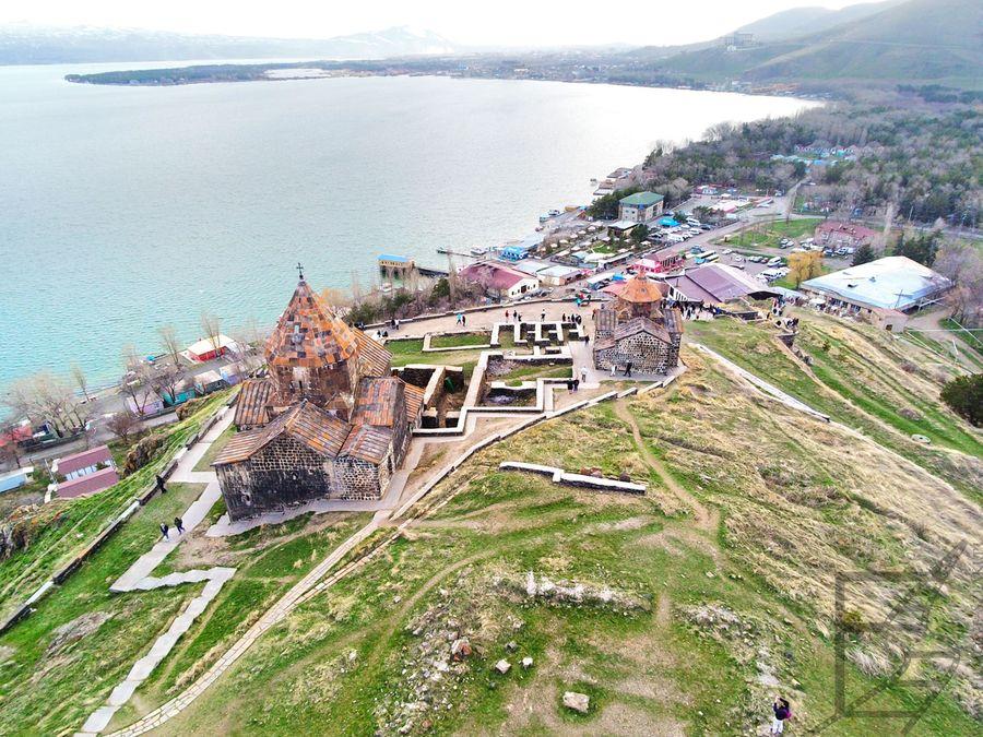 Klasztor Sewanawank i widok na jezioro Sewan