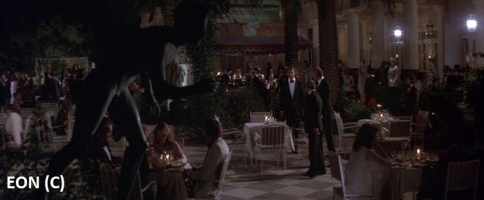 """Achilleion w """"Tylko dla twoich oczu"""" gra kasyno i restaurację. Ta druga znajduje się na tarasie na samej górze. Z tego tarasu także James Bond podziwiał Kerkyrę."""