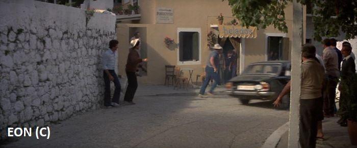 """Kiedyś nazywało się to """"Helados"""" i była to mała knajpa w Pagi na Korfu. Dziś to istne muzeum 007."""