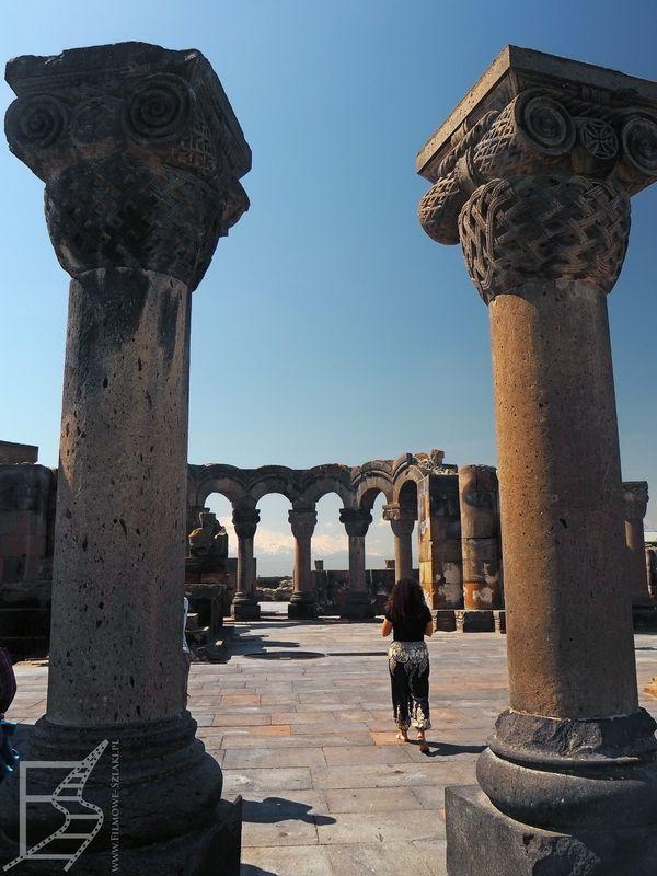 Kolumny dawnej katedry Niebiańskich Aniołów
