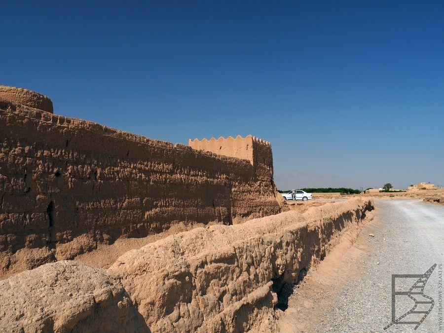 Mury zamku w Saryazd
