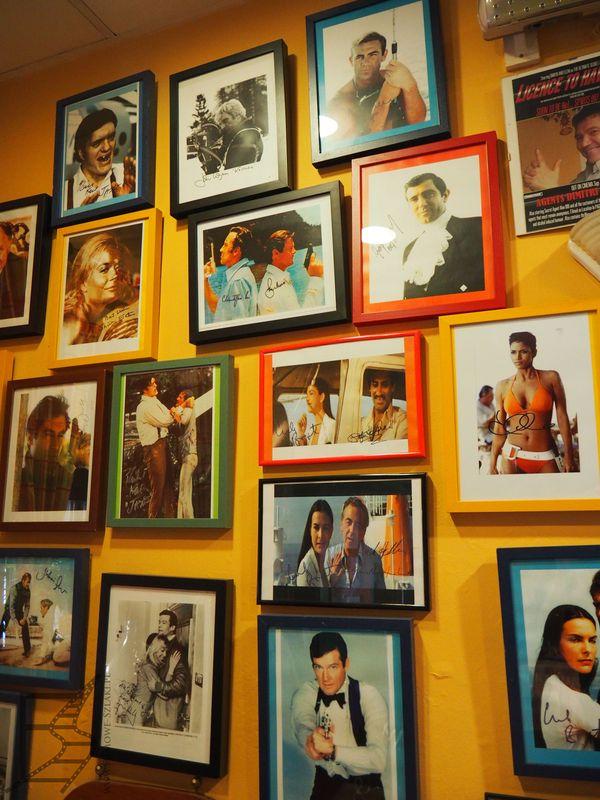 Spiros Bond 007 Cafe – Bar pełen pamiątek związanych z Bondem