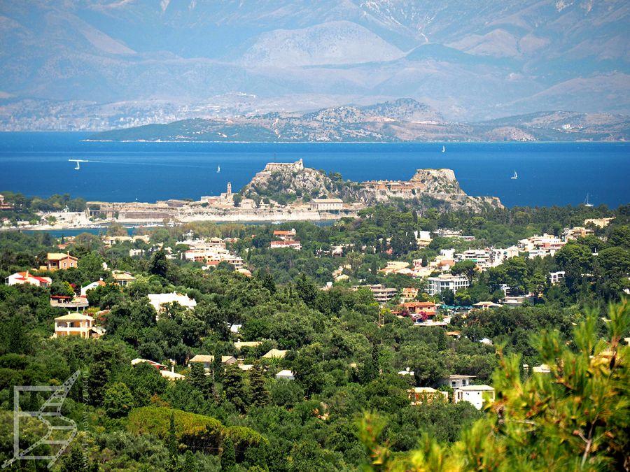Widok z tarasu na Kerkyrę (miasto Korfu)