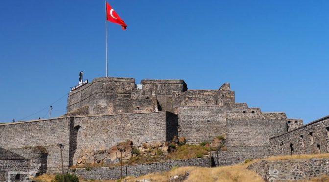 """Kars, wschodnia Turcja, dawna Armenia i """"Śnieg"""" Pamuka"""