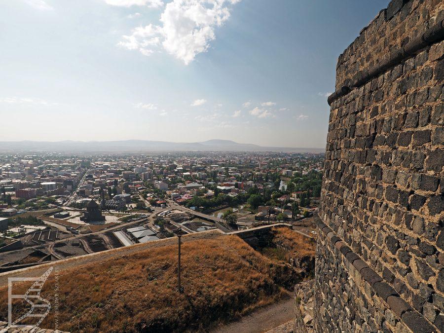Widok na Kars z cytadeli