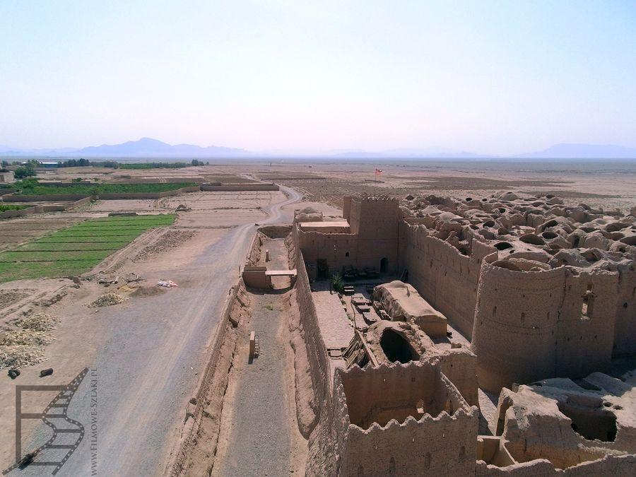 Widok na główną bramę zamku w Saryazd