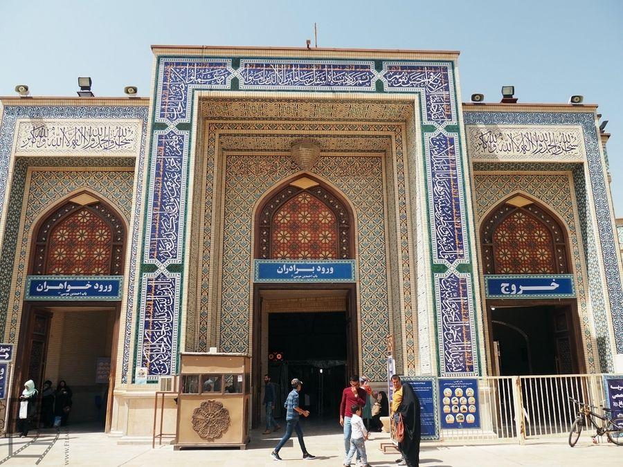 Wejście do meczetu Szach Cheragh