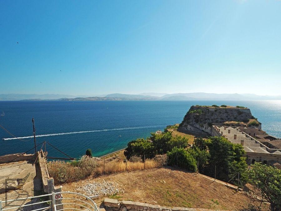 Widok na więzienie i Albanię z fortu (Kerkyra)