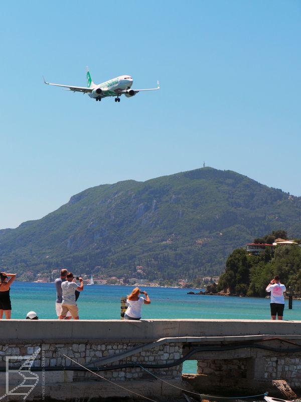 Oglądanie samolotów przed lotniskiem