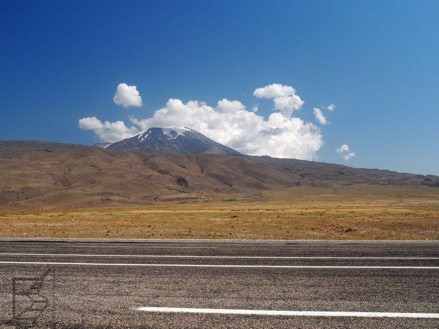 Przy Doğubayazıt znajdują się punkty, skąd dobrze widać Ararat