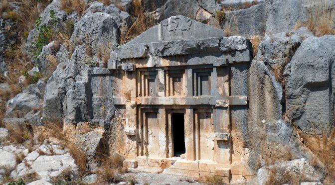 Myra (Mira), Demre, starożytne grobowce i Święty Mikołaj