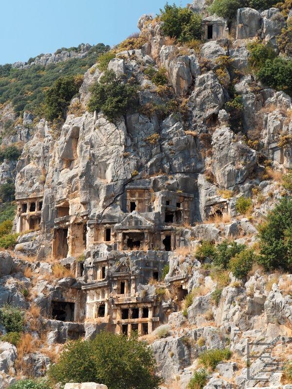 Myra, słynne nekropolis