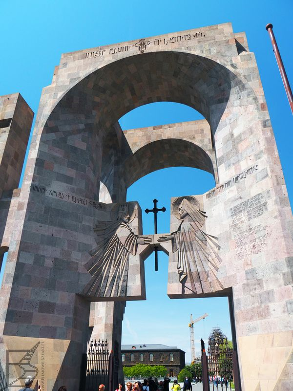 Wejście na teren zabudowań kościelnych