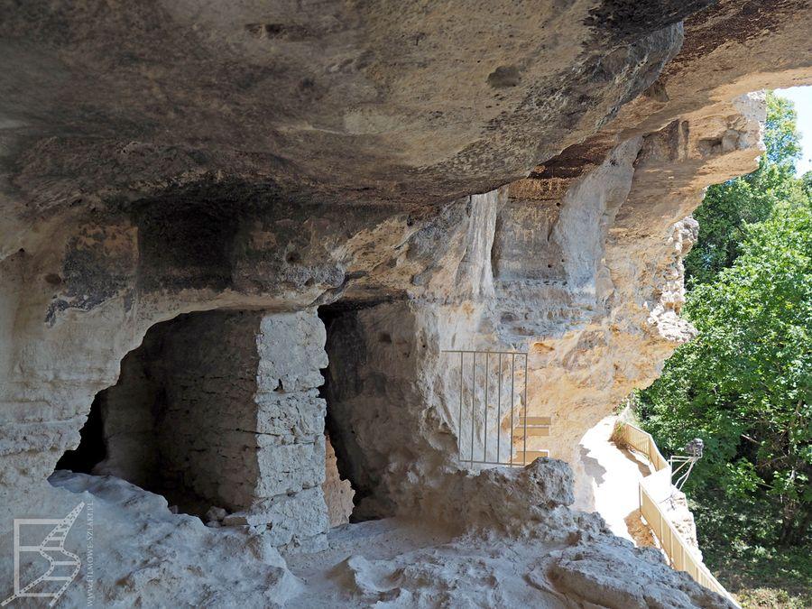Wnętrza skalnego monastyru