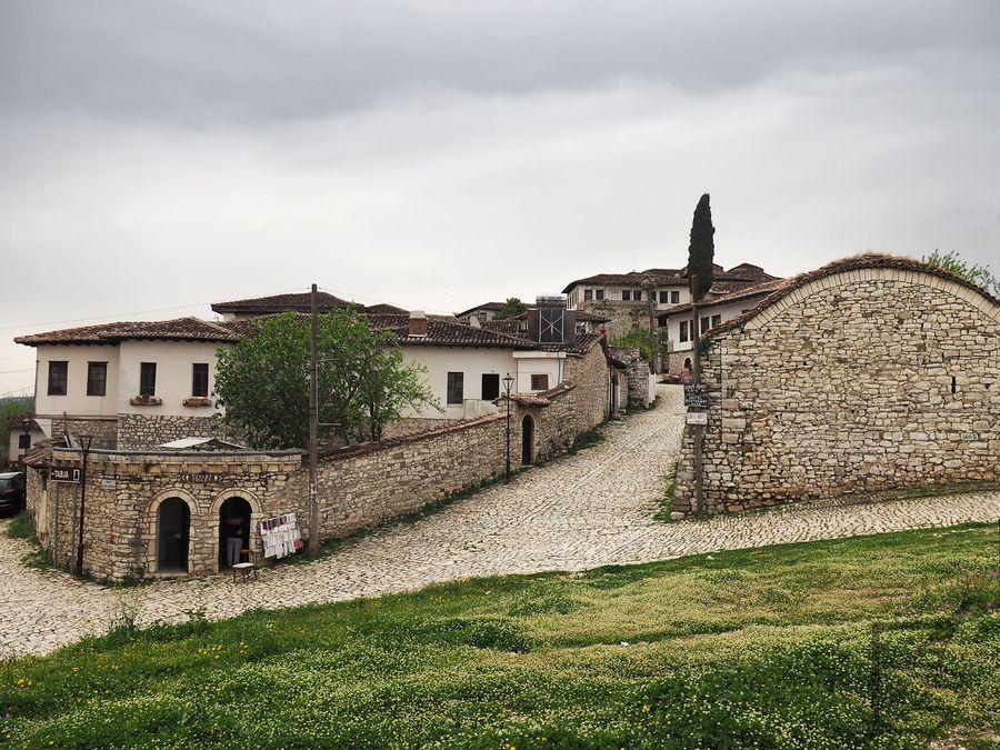 Uliczki zamku w Berat