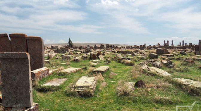 Noratus, stary cmentarz i ormiańskie chaczkary