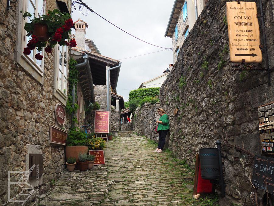 Średniowieczne uliczki Hum